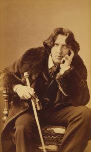 Photograph of Oscar Wilde.